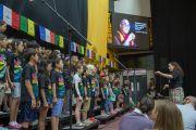 Выступление хора школы при американском посольстве в честь Его Святейшества Далай-ламы. Нью-Дели, Индия. 8 апреля 2016 г. Фото: Тензин Чойджор (офис ЕСДЛ)