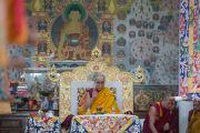 Его Святейшество Далай-лама во время молебна в храме Калачакры. Дхарамсала, Индия. 21 апреля 2016 г. Фото: Тензин Чойджор (офис ЕСДЛ)