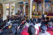 Министр образования Центральной тибетской администрации Нгодуп Церинг выступает с речью на церемонии вручения дипломов выпускникам колледжа высшей тибетологии в Сара. Дхарамсала, Индия. 26 апреля 2016 г. Фото: Тензин Чойджор (офис ЕСДЛ)