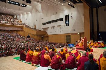В Осаке начались учения Далай-ламы по поэме Шантидевы «Путь бодхисаттвы»