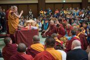 Встреча Его Святейшества Далай-ламы с членами монгольской делегации, прибывшей на учения. Осака, Япония. 12 мая 2016 г. Фото: Тензин Чойджор (офис ЕСДЛ)