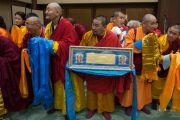Монгольская делегация ожидает встречи с Его Святейшеством Далай-ламой в начале третьего дня учений. Осака, Япония. 12 мая 2016 г. Фото: Тензин Чойджор (офис ЕСДЛ)