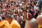 Во время завершающей сессии учений слушатели получили возможность задать Его Святейшеству Далай-ламе свои вопросы. Осака, Япония. 13 мая 2016 г. Фото: Тензин Чойджор (офис ЕСДЛ)