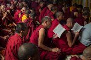 Заключительный день молитвенного собрания по освящению пилюль мани в главном тибетском храме. Дхарамсала, Индия. 16 мая 2016 г. Фото: Тензин Чойджор (офис ЕСДЛ)