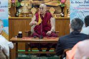 Выступление Его Святейшества Далай-ламы во время торжественной церемонии, организованной в его резиденции по случаю первой годовщины со дня создания индийского журнала Samast Barat. Дхарамсала, Индия. 20 мая 2016 г. Фото: Тензин Чойджор (офис ЕСДЛ)