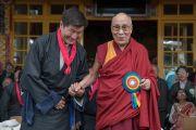 Его Святейшество Далай-лама и сикьонг Лобсанг Сенге во время торжественной церемонии, состоявшейся в главном тибетском храме. Дхарамсала, Индия. 27 мая 2016 г. Фото: Тензин Чойджор (офис ЕСДЛ)