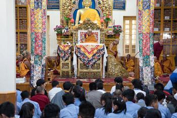 Далай-лама начал учения по поэме Дромтонпы «Древо веры. Самопобуждение [к практике]»