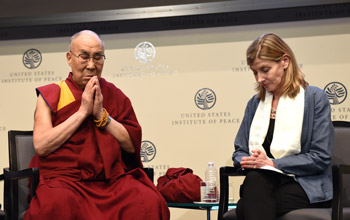 Далай-лама выступил с речью в Институте мира США и в Американском университете