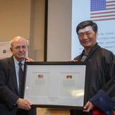 Дээрхийн Гэгээнтэн Далай Лам ерөнхийлөгч Барак Обаматай уулзаж, Ардчилалын төлөөх үндэсний сангийн хөтөлбөрт оролцов