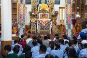 Его Святейшество Далай-лама во время первого дня трехдневных учений для тибетской молодежи. Дхарамсала, Индия. 1 июня 2016 г. Фото: Тензин Чойджор (офис ЕСДЛ)