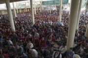 В зале во время заключительного дня трехдневных учений для тибетской молодежи, на которые собралось более 10 000 верующих. Дхарамсала, Индия. 3 июня 2016 г. Фото: Тензин Чойджор (офис ЕСДЛ)