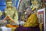 Его Святейшество Далай-лама проводит подготовительные ритуалы перед дарованием разрешения на практику Манджушри в начале заключительного дня трехдневных учений для тибетской молодежи. Дхарамсала, Индия. 3 июня 2016 г. Фото: Тензин Чойджор (офис ЕСДЛ)