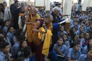 Номын айлдвар өндөрлсний дараа сургуулийн захирал Ойдүв Вандуй талархалын үг хэлэв. Энэтхэг, Дарамсала хот, Зүглаг Хан дуган. 2016.06.03. Гэрэл зургийг Тэнзин Чойжор (ДЛО)