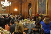Его Святейшество Далай-лама выступает с речью в течение торжественного приема, совместно организованного спикером Палаты представителей Конгресса США Полом Райаном и лидером демократического меньшинства в Палате представителей Конгресса США Нэнси Пелоси. Вашингтон, округ Колумбия, США. 14 июня 2016 г. Фото: Сонам Зоксанг