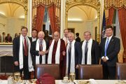 Его Святейшество Далай-лама с членами комитета Сената США по международным отношениям во время встречи на Капитолийском холме. Вашингтон, округ Колумбия, США. 14 июня 2016 г. Фото: Сонам Зоксанг