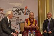 Его Святейшество Далай-лама и председатель Международной кампании за Тибет (ICT) Ричард Гир во время встречи с членами Международной кампании за Тибет. Вашингтон, округ Колумбия, США. 14 июня 2016 г. Фото: Сонам Зоксанг