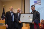 Сикьонгу Лобсангу Сенге вручают награду Национального фонда демократии в знак признания демократического стиля управления Центральной тибетской администрации. Вашингтон, округ Колумбия, США. 15 июня 2016 г. Фото: Скотт Хенриксен