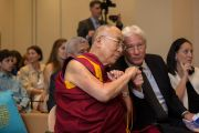 Его Святейшество Далай-лама и его давний друг Ричард Гир в начале мероприятий в Национальном фонде демократии. Вашингтон, округ Колумбия, США. 15 июня 2016 г. Фото: Скотт Хенриксен
