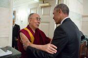 Президент США Барак Обама приветствует Его Святейшество Далай-ламу в Комнате карт Белого дома. Вашингтон, округ Колумбия, США. 15 июня 2016 г. Фото: Пит Соуза, пресс-служба Белого дома