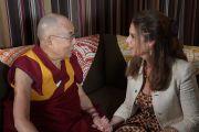 Его Святейшество Далай-лама дает интервью Марии Шрайвер, которое транслировали на странице Друзей Далай-ламы в Facebook. Анахайм, штат Калифорния, США. 17 июня 2016 г. Фото: Джереми Рассел (офис ЕСДЛ)
