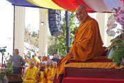 Его Святейшество Далай-лама в начале публичной лекции в буддийском храме Dieu Ngu. Вестминстер, штат Калифорния, США. 18 июня 2016 г. Фото: Джереми Рассел (офис ЕСДЛ)