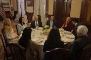 Его Святейшество Далай-лама во время обеда с руководством штата Калифорния в Leland Stanford Mansion. Сакраменто, штат Калифорния, США. 20 июня 2016 г. Фото: Джереми Рассел (офис ЕСДЛ)