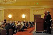 Его Святейшество Далай-лама выступает с речью во время торжественного приема, организованного губернатором штата Юта Гари Хербертом. Солт-Лейк-Сити, штат Юта, США. 21 июня 2016 г. Фото: Том Гоурли