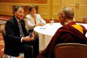 Его Святейшество Далай-лама в ходе встречи с губернатором штата Юта Гари Хербертом и его супругой. Солт-Лейк-Сити, штат Юта, США. 21 июня 2016 г. Фото: Том Гоурли