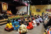 Члены Тибетской ассоциации штата Юта слушают наставления Его Святейшества Далай-ламы. Солт-Лейк-Сити, штат Юта, США. 22 июня 2016 г. Фото: Том Гоурли