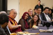 Его Святейшество Далай-лама общается со студентами за обедом в Coors Event Center в Университете Колорадо. Боулдер, штат Колорадо, США. 23 июня 2016 г. Фото: Гленн Асакава (Университет Колорадо в Боулдере)