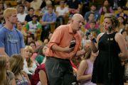 Слушатели задают вопросы Его Святейшеству Далай-ламе в течение публичной лекции «Воспитание для сердца и ума». Боулдер, штат Колорадо, США. 23 июня 2016 г. Фото: Гленн Асакава (Университет Колорадо в Боулдере)