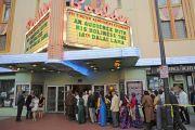 Члены тибетских общин Колорадо и Нью-Мексико направляются в здание театра Boulder Theater на аудиенцию с Его Святейшеством Далай-ламой. Боулдер, штат Колорадо, США. 24 июня 2016 г. Фото: Церинг Чоней