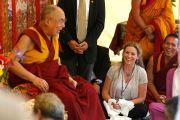 Его Святейшество Далай-лама дарует наставления в саду буддийского центра Индианы. Индианаполис, штат Индиана, США. 24 июня 2016 г. Фото: Крис Берген