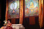 Его Святейшество Далай-лама дарует наставления тибетцам из тибетских общин Колорадо и Нью-Мексико во время аудиенции в Boulder Theater. Боулдер, штат Колорадо, США. 24 июня 2016 г. Фото: Церинг Чоней