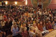 В зале во время аудиенции Его Святейшества Далай-ламы для членов тибетских общин Колорадо и Нью-Мексико в Boulder Theater. Боулдер, штат Колорадо, США. 24 июня 2016 г. Фото: Джереми Рассел (офис ЕСДЛ).