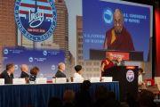 Его Святейшество Далай-лама выступает с обращением на Конференции мэров США. Индианаполис, штат Индиана, США. 26 июня 2016 г. Фото: Джереми Рассел (офис ЕСДЛ)