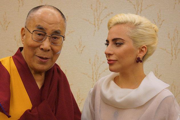 Видео. Далай-лама. Интервью Леди Гаге на фейсбуке