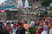 Ловон Бадмасамбава гэгээний лагшин мэндэлсэн өдрийг тэмдэглэв. Энэтхэг, Химачал Прадеш, Ревалсар, Цо Бадма. 2016.07.14