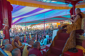 Далай-лама принял участие в праздновании дня рождения Гуру Падмасамбхавы на берегу озера Цо Пема