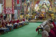Его Святейшество Далай-лама во время церемонии приветствия в зале собраний храма Дрепунг Лачи. Мундгод, штат Карнатака, Индия. 1 июля 2016 г. Фото: Тензин Чойджор (офис ЕСДЛ)