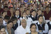 Верующие слушают обращение Его Святейшества Далай-ламы во время торжеств, организованных в честь его 81-летия. Мундгод, штат Карнатака, Индия. 6 июля 2016 г. Фото: Тензин Чойджор (офис ЕСДЛ)