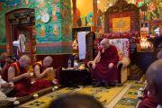 Во время встречи Его Святейшества Далай-ламы с монахами ньингмапинского монастыря Оргьен Херука. Ревалсар, штат Химачал-Прадеш, Индия. 13 июля 2016 г. Фото: Тензин Пунцок (офис ЕСДЛ)
