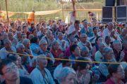Верующие слушают учения Его Святейшества Далай-ламы у священного озера Цо Пема. Ревалсар, штат Химачал-Прадеш, Индия. 13 июля 2016 г. Фото: Тензин Пунцок (офис ЕСДЛ)