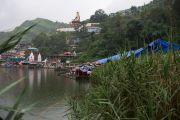 Вид на священное озеро Цо Пема утром перед прибытием Его Святейшества Далай-ламы. Ревалсар, штат Химачал-Прадеш, Индия. 13 июля 2016 г. Фото: Тензин Пунцок (офис ЕСДЛ)