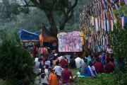 Учения Его Святейшества Далай-ламы на берегу озера Цо-Пема транслировались для широкой публики на большом экране. Ревалсар, штат Химачал Прадеш, Индия. 14 июля 2016 г. Фото: Тензин Пхунцок (офис ЕСДЛ)
