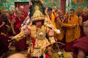 Призывание государственного оракула Тибета Нечунга во время празднования дня рождения Гуру Падмасамбхавы в монастыре Оргьен Херука на озере Цо-Пема. Ревалсар, штат Химачал Прадеш, Индия. 14 июля 2016 г. Фото: Тензин Пхунцок (офис ЕСДЛ)