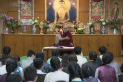 Его Святейшество Далай-лама дарует наставления школьникам из Северной Америки и Европы, посещающим летний лагерь Тибетской детской деревни, во время встречи, прошедшей в его резиденции. Дхарамсала, Индия. 20 июля 2016 г. Фото: Тензин Чойджор (офис ЕСДЛ)