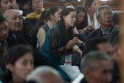 Верующие слушают наставления Его Святейшества Далай-ламы во время встречи, прошедшей в зале собраний Шивацель Пходранга. Ле, Ладак, штат Джамму и Кашмир, Индия. 25 июля 2016 г. Фото: Тензин Чойджор (офис ЕСДЛ)