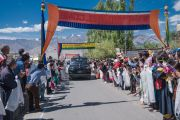 Некоторые из тысяч тибетцев и ладакцев, выстроившихся вдоль дороги из аэропорта в Шивацель Пходранг, чтобы поприветствовать Его Святейшество Далай-ламу. Ле, Ладак, штат Джамму и Кашмир, Индия. 25 июля 2016 г. Фото: Тензин Чойджор (офис ЕСДЛ)