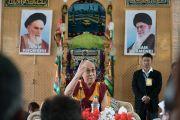 Его Святейшество Далай-лама отвечает на вопросы во время встречи в мечети шиитов. Ле, Ладак, штат Джамму и Кашмир, Индия. 27 июля 2016. Фото: Тензин Чойджор (офис ЕСДЛ)
